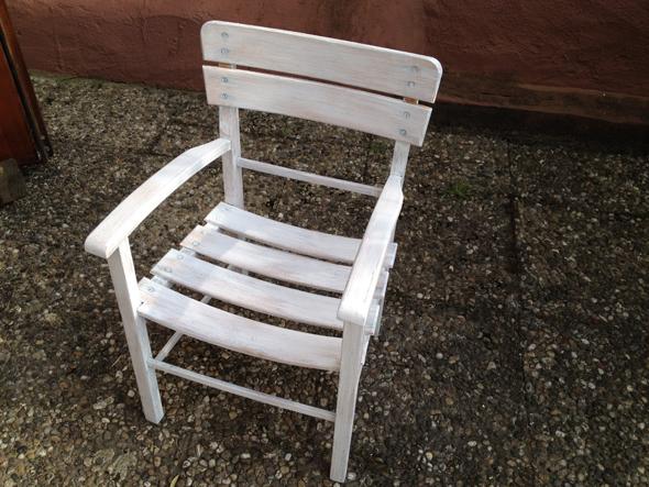 Stuhl 1. Anstrich fertig