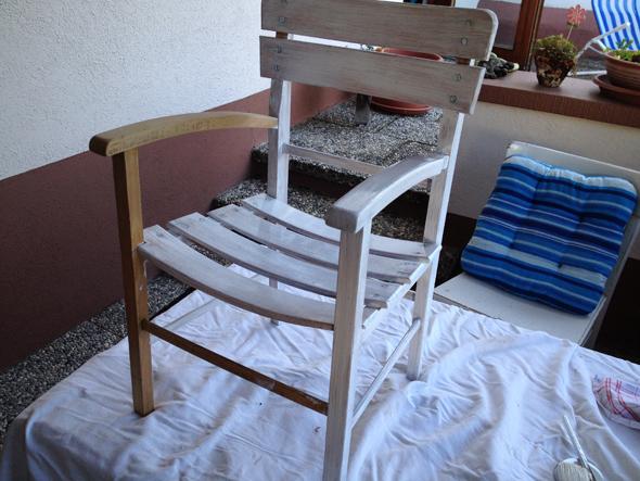 Stuhl vorne 1. Anstrich