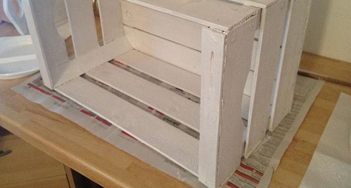kistenregal selber bauen teil 2 kisten streichen wohncore wohncore. Black Bedroom Furniture Sets. Home Design Ideas